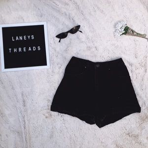 BLACK MOM SHORTS